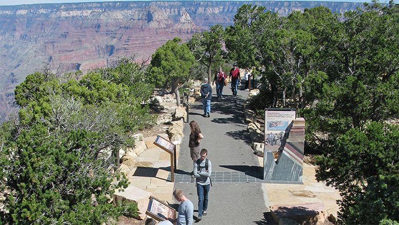 Take Group Tours From Las Vegas To The Grand Canyon In The Fall And Spring